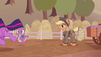 Twilight and Spike run away from Applejack S5E25