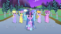 Twilight and choir end Twilight's solo S1E26