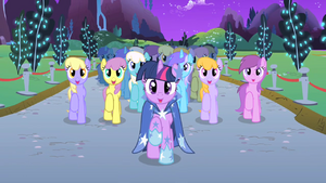 Twilight and choir end Twilight's solo S1E26.png