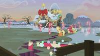 Pie family rock farm in a mess S5E20