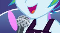Rainbow Dash starts to sing EGSB