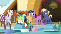 Twilight looking annoyed at Star Tracker S7E22