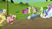 Derby racers start to assemble at starting line S6E14