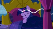 Twilight Sparkle connected to a magic thread S5E13