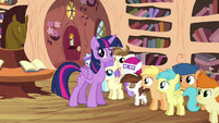 Twilight looking puzzled at the CMC S4E15