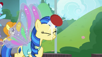 Unicorn student bounces ball off her head S9E15