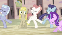 Yellow mare stops dancing S5E1