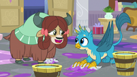 Yona offers to braid Gallus' feathers S8E16
