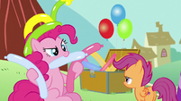 Pinkie holds balloons S5E19