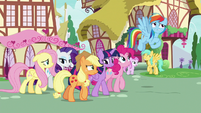 Rainbow Dash talking to her friends S8E20