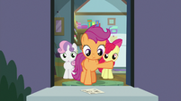 Scootaloo finds postcard on her doorstep S9E12