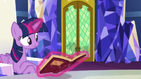 Twilight hears Pinkie Pie outside the throne room S7E11