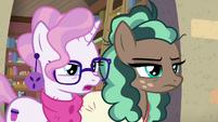 """Bookstore Pony 1 answering """"no!"""" S8E8"""
