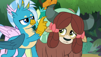 Gallus pointing at Yona's horns S8E9