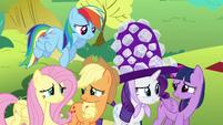 Pinkie Pie's friends nervous S4E18