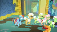 Rainbow and grannies leave the stage area S8E5
