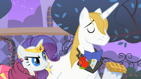 Rarity and Blueblood 'at least SOMEPONY has good manners' S01E26