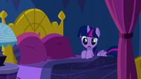 Twilight climbing into bed S5E13