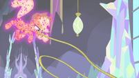 Applejack hurls her lasso downward MLPS2
