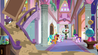 Paranormal activity in School of Friendship S8E15