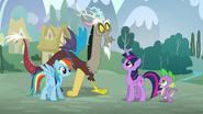 S05E22 Rainbow Dash ze swoim towarzyszem