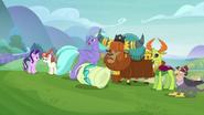 S08E01 Sandbar fikołkuje w stronę władców