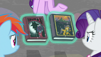 Starlight giving books to her friends S8E17