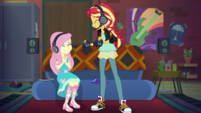 Sunset giving the controller to Fluttershy EGDS34