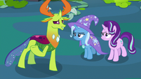 Thorax offers to give Starlight and Trixie a tour S7E17