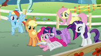 Twilight -take a look on the back- S5E19