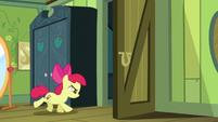 Apple Bloom with door cutie mark S5E4
