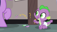 Baby Spike counting his own gold stars S9E4