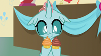 Ocellus holding two cupcakes S8E12