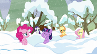 Rainbow's friends pop out of the snow S5E5