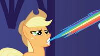 S01E01 Applejack trzyma Rainbow za ogon