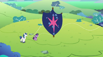 Young Twilight's kite sails off-screen S9E4