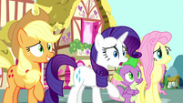 Rarity trying to talk to Pinkie Pie S8E18