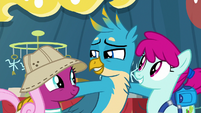 Gallus enticing the museum customers S9E3