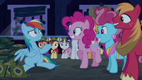 Rainbow Dash sees everypony is normal S6E15