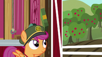 Scootaloo passes box on to Sweetie Belle S6E15