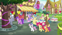Crusaders walk past the Ponyville Cafe S8E10