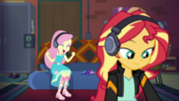 Fluttershy excited to play video games EGDS34