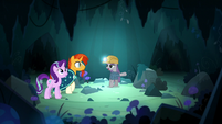 Maud Pie pointing at her home cavern S7E24