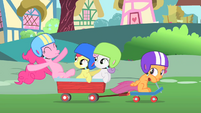 Pinkie Pie riding with the CMC S1E23