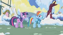 Rainbow Dash apologizes to Twilight S1E11