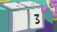 Spike changes Twi-Pie's score to three S9E16