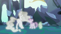 Twilight, Celestia, and Spike in the first simulation S7E1