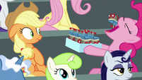 Pinkie eating a scooter-shaped cupcake S8E20