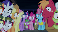Ponyville ponies rendered speechless S6E15