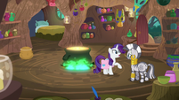 Rarity -having some scale issues- S8E11